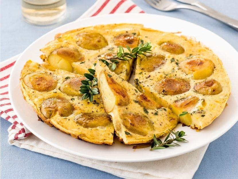 Frittata-con-patate-e-cipolle-ricetta-830x625