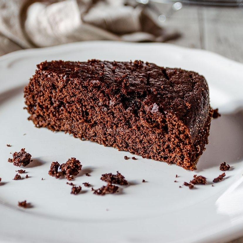 Torta-vegana-al-cioccolato-fondente-ioscelgoveg-essere-animali-e1588074161909